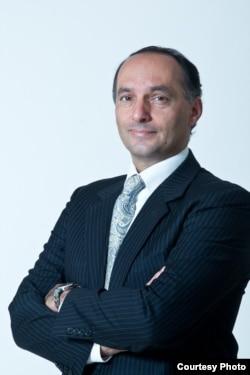 Bütindünýä saglyk guramasynyň Ýewropa regionynyň Inçekesel boýunça programma dolandyryjysy doktor Masoud Dara .