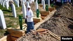 Кладбище в селении Поточары под Сребреницей (Босния-и-Герцеговина, 11 июля 2017 г.)