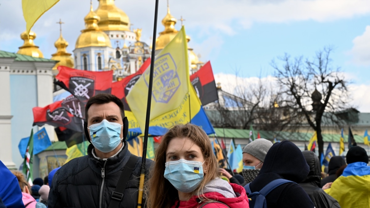 Коронавирус заставляет церкви Украины меняться. Что из этого получится?