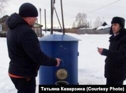 """Жители Тайшета возле """"умной"""" водоколонки"""