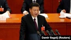 Си Цзиньпин парламент сессиясынын жабылышында сүйлөп жаткан учур. Бээжин, 20-март, 2018-жыл.
