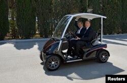 Президент Росії Володимир Путін (ліворуч) та президент Азербайджану Ільхам Алієв у Баку. Червень 2015 року