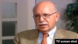 روبرتو توسکانو در مصاحبه با برنامه افق تلویزیون صدای آمریکا سال ۲۰۱۱