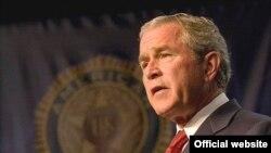 جرج بوش از محمود احمدی نژاد خواست تا صدور ترور به عراق را متوقف کند.