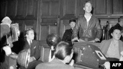 Ֆրանսիա - «Աշխարհի քաղաքացի» Գերրի Դեյվիսը Փարիզի դատարանում, 1949թ․