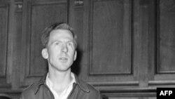 Гэры Дэйвіс у францускім судзе, 1949