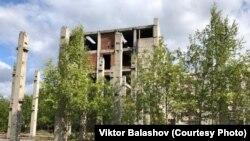 Недостроенная и брошенная больница в Североуральске