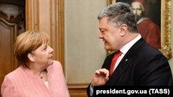 Президент України Петро Порошенко під час зустрічі із канцлером Німеччини Анґелою Меркель. Аахен, 10 травня 2018 року