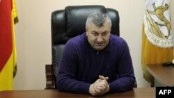 """Экс-президент Южной Осетии провел брифинг, в ходе которого сообщил, что покидает партию """"Единство"""""""