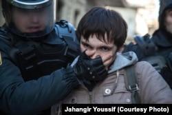 Bakı polisi aksiyaçını saxlayır, 2013