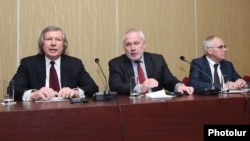 Armenia - The co-chairs of the OSCE Minsk Group -- James Warlick (L), Igor Popov (C) and Pierre Andrieu -- at a news conference in Yerevan, 9Apr2016.