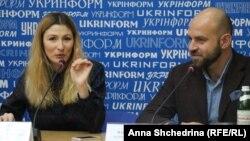 Еміне Джеппар і Павло Казарін на прес-конференції в «Укрінформі» презентують дорожню карту для журналістів про російські й українські міфи