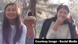 Паркта семичке чагып интернетте дүң болгон кыздар. Бишкек