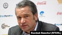 Бернд Шторк, бывший главный тренер национальной сборной Казахстана по футболу. Алматы, 15 октября 2010 года.