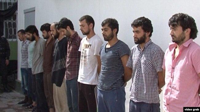 Арестованные по обвинению в водружении флага ИГ в городе Нуреке