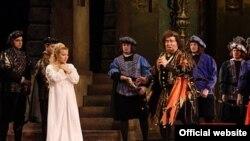 Scenă din opera Rigoletto, Teatrul Naţional de Operă şi Balet din Chişinău