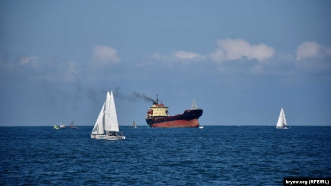 Судно Antalya заходит в Севастопольскую бухту, 6 сентября 2020 года