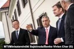 Orbán Viktor és Igor Matovič szlovák kormányfő találkozója 2020-ban. A kép szélein a két külügyminiszter