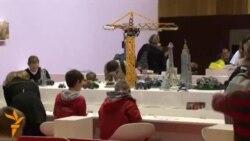 Париждаги ўйинчоқлар ярмаркасида робот ва дронлар