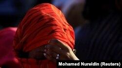 Эфиопская женщина, бежавшая из зоны боевых действий в Тыграе, в деревне Хамдает, 22 ноября 2020 года