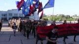 Із фаєрами та димовими шашками у Сумах провели «Марш Героїв» – відео