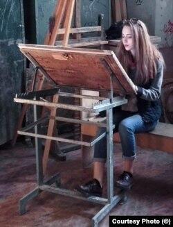 România - artista de doar 22 de ani, încă studentă la master, Irina Tănase