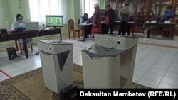 Один из избирательных участков в Кыргызстане. Иллюстративное фото.