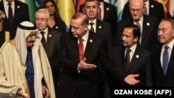 Ислам кызматташтык уюмунун саммиттеринин биринен көз ирмем