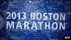 Жарылысқа көңіл білдірген жазулар. Бостон, 23 сәуір 2013 жыл.
