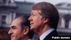 جیمی کارتر، رییس جمهور وقت آمریکا، در کنار محمدرضا شاه پهلوی یک سال پیش از انقلاب در واشنگتن