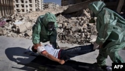 متطوعون سوريون يشاركون في تمرين للتعامل مع هجوم كيماوي - حلب 15 أيلول 2013