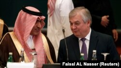 Saudi Gulf Affairs Minister Thamer Al-Sabhan (L) speaks with Russian Special Presidential Envoy for Syria Aleksandr Lavrentiev during a Syrian opposition meeting in Riyadh, November 22, 2017