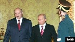 """«Если Белоруссия хочет иметь внутри страны топливо, как Смоленская область, пускай именуется """"субъект Российской Федерации под названием Беларусь""""», - говорят в Москве"""