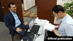 Малайзиядагы кыргыз элчиси Кылычбек Султанов добуш берүү учурунда, 4-октябрь, 2015-ж.