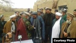 Muhamad Nebi komandir we Gunduz welaýatynyň welaýat geňeşiniň agzalary, ýerli hökümet resmileri we il ýaşululary.