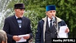 Фәрит Зәкиев (уңда)