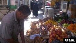 جانب من سوق شعبي في الكاظمية