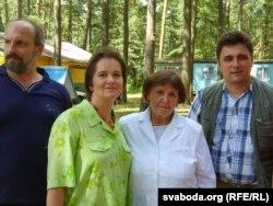 Зьміцер Сідаровіч, Вальжына Цярэшчанка, Данута Бічэль, Зьміцер Бартосік. Зэльва, 2008 г.