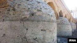 پایههای یکی از پلهای تاریخی زایندهرود