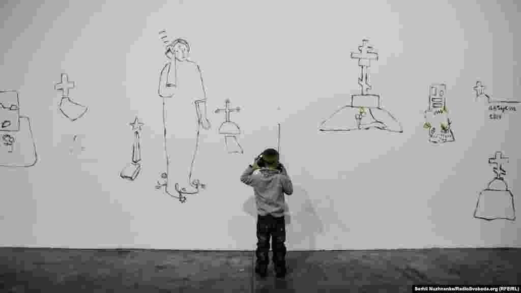 Історія, яку потрібно слухати. Частина інсталяції Алевтини Кахідзе «Історія міста Полуниці Андріївни, або Жданівка» 2016 року. Алевтина Кахідзе родом з Донбасу, і це її невелика розповідь про втрачений дім