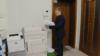 Слідчий Національної поліції копіює документи фонду «Пацієнти України» в Києві, 20 жовтня 2017 року