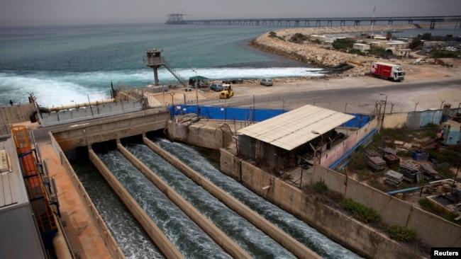 Израильская опреснительная станция на берегу Средиземного моря