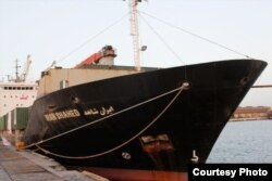 مقامهای ایرانی میگویند این کشتی حامل «۲۵۰۰ تن کمکهای انساندوستانه مانند آب، غذا و دارو» برای مردم یمن است
