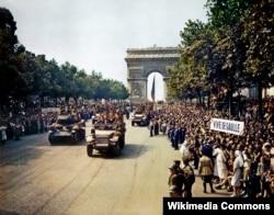 Военный парад в честь освобождения Парижа 26 августа 1944 года