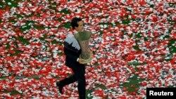 """Главный тренер """"Севильи"""" Унаи Эмери после прошлогодней победы в Лиге Европы"""