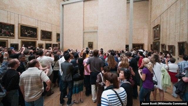 Gužva u Louvreu oko slike Mona Lisa