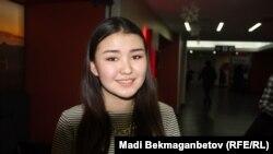 Студентка Инкар Мухтар, пришедшая на показ кинофильма. Астана, 5 декабря 2016 года.