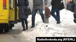 Зупинка громадського транспорту в Донецьку