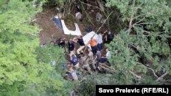 Echipele de salvare la locul unde s-a prăbușit într-o prăpastie în Muntenegru un autocar românesc