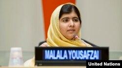 Малала Юсуфзай выступает на одной из конференций по образованию. Нью-Йорк, 25 сентября 2013 года.